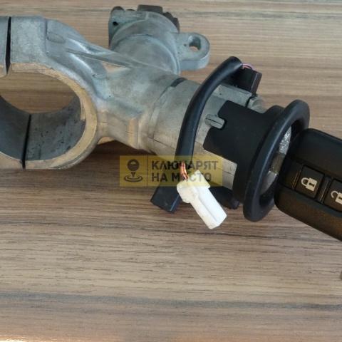 Конзола с контактен патрон и четец за NISSAN MICRA