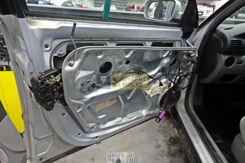 Ремонт на брава на врата на Volkswagen Passat B5