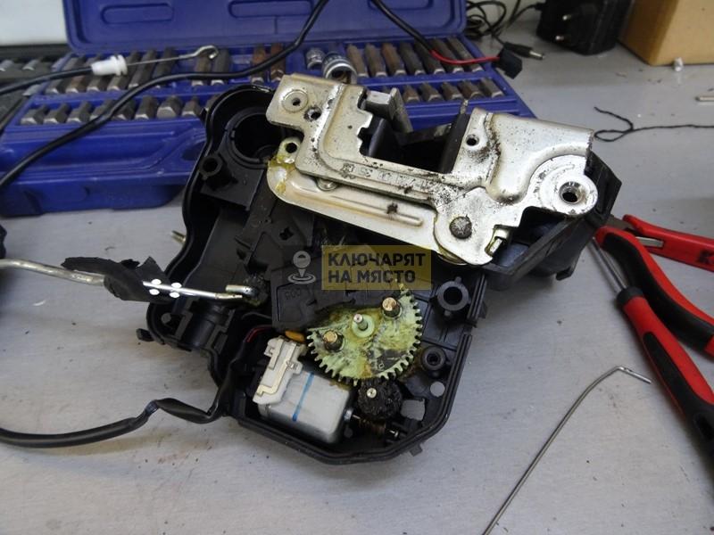 Ремонт на брава на Mercedes E-Class W211 2006